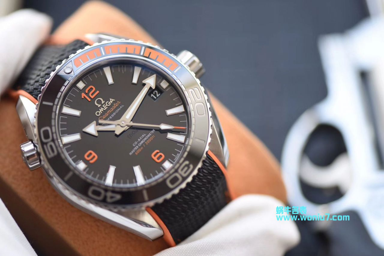 【视频评测vs厂复刻欧米茄手表】欧米茄海马系列215.32.44.21.01.001腕表VS厂四分之一橙终极版本 / M388